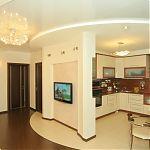 Вид на гостиную и кухню